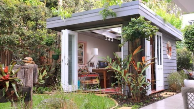 turn-an-ordinary-outdoor-shed-into-the-ultimate-she-shed