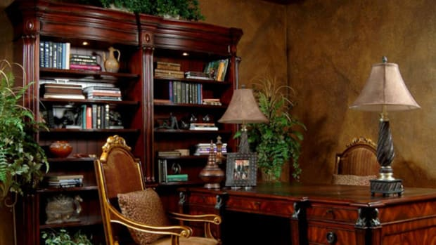 decorating-an-old-world-style-home-office