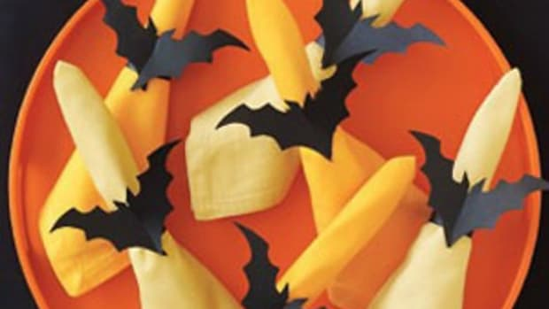 making-bat-crafts-for-halloween