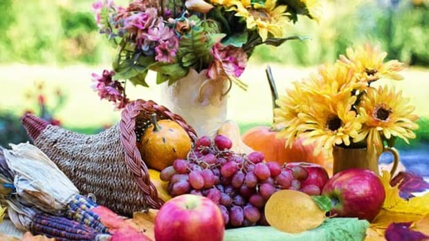how-did-the-cornucopia-become-associated-with-thanksgiving