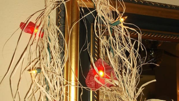 how-to-make-a-lighted-raffia-valentine-garland