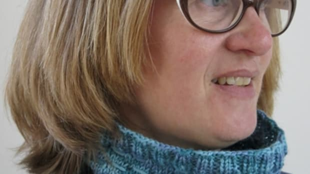 free-knitting-pattern-slightly-shifting-knitted-cowl