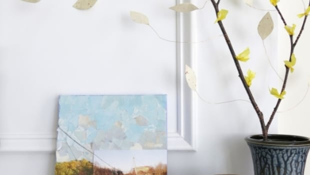 diy-craft-tutorial-how-to-make-a-decorative-branch-with-paper-flower-blossoms