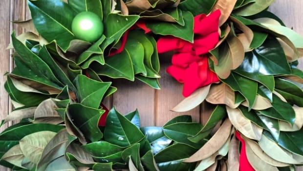 how-to-make-a-magnolia-christmas-wreath