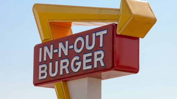service-with-a-smile-my-experience-working-for-west-coast-burger-chain-in-n-out