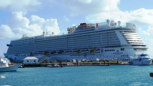 norwegian-breakaway-vs-gem-cruise-ship-review