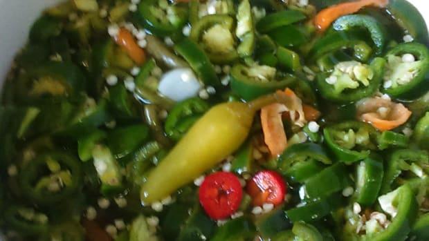yummy-homemade-jalapeno-hot-sauce