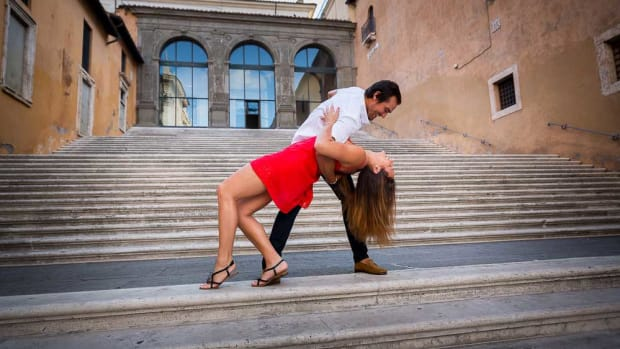 10-common-mistakes-men-make-going-out-salsa-dancing