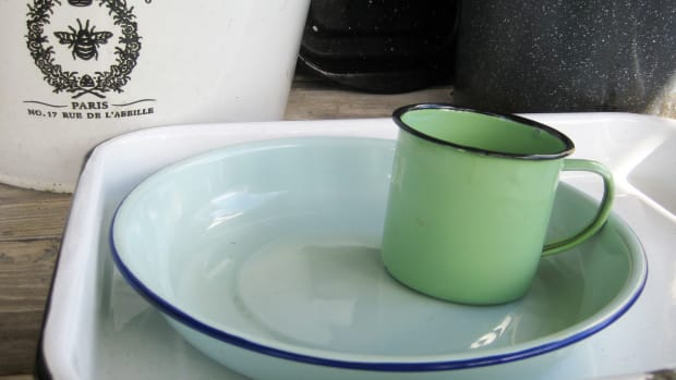 enamelware-vintage-collectible-and-popular-modern-retro