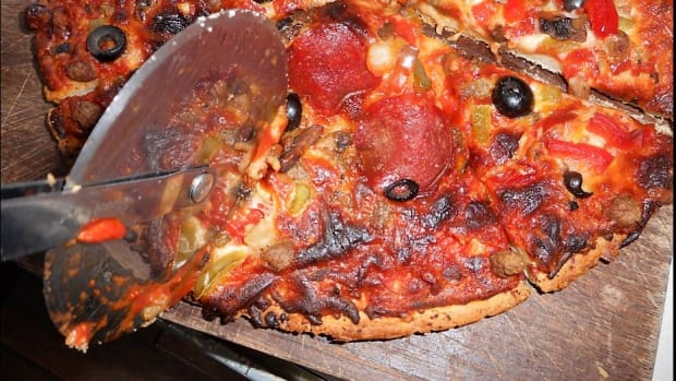 minnesota-cooking-using-magic-chef-pizza-baker