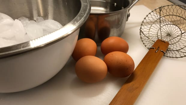hard-boiling-eggs-for-easy-peeling