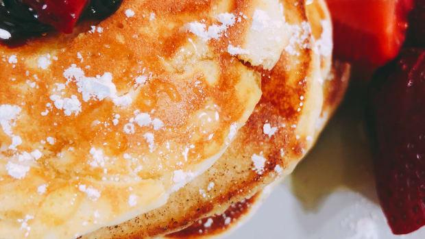 easy-fluffy-pancakes