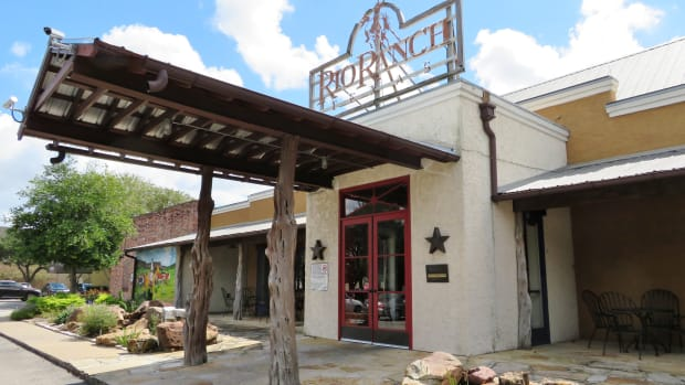 rio-ranch-restaurant-texas-hill-country-ambiance-in-houston
