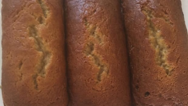 moms-super-moist-banana-cake