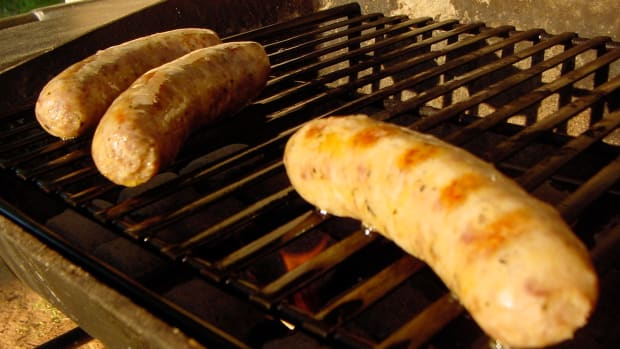 perfect_bbq_sausages_every_time_indirect_grilling_for_better_barbecued_sausages