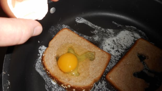 minnesota-cooking-fried-egg-how-about-a-horse-in-a-hole