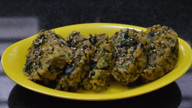fenugreek-leaves-steamed-dumplings-methi-muthiya-recipe