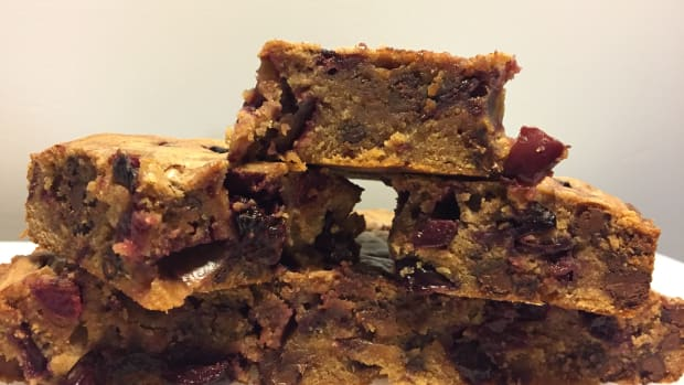 fresh-cherry-blonde-brownies-with-chocolate-chips