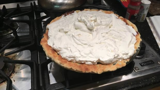 creamy-chocolate-banana-cream-pie-recipe