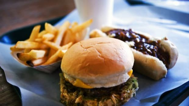 the-hot-dog-versus-the-hamburger-which-food-is-americas-food