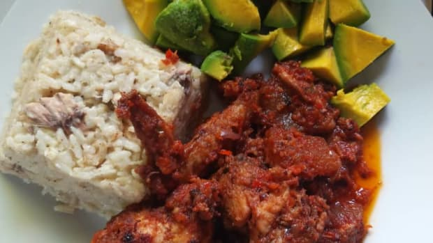 how-to-prepare-nigerian-coconut-rice-and-peppered-chicken-sauce
