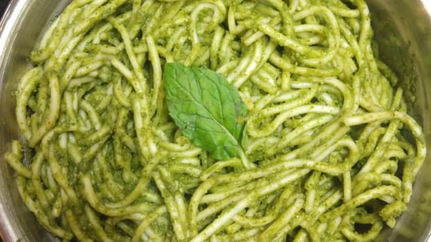 green-noodles-or-noodles-with-mint-paste