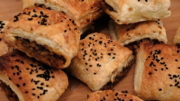 vegetarian-scottish-haggis-sausage-rolls