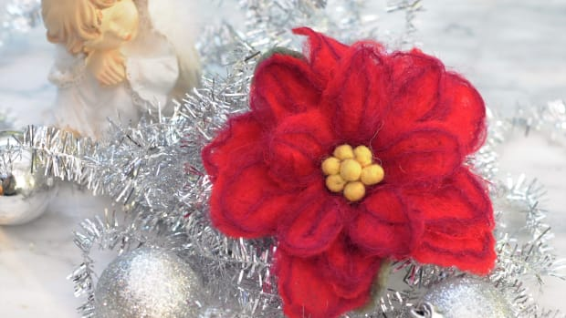 how-to-make-a-wet-felted-poinsettia