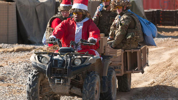 christmas-gift-ideas-for-soldiers