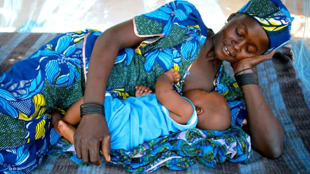 surviving-the-first-week-of-breastfeeding