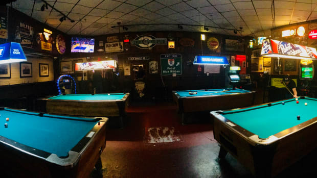 how-to-win-a-table-at-a-billiards-bar