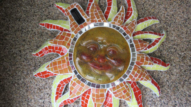 mosaic-artwork-trash-to-treasure-upcycle-yard-art