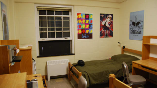 how-to-make-your-dorm-room-feel-more-homey