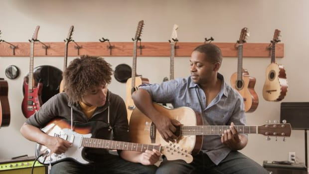 ways-to-avoid-overwhelming-your-guitar-students