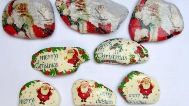 how-to-make-christmas-decorations-with-rocks-santa-claus-father-from-stones-ornaments-christmas-holidays-crafts