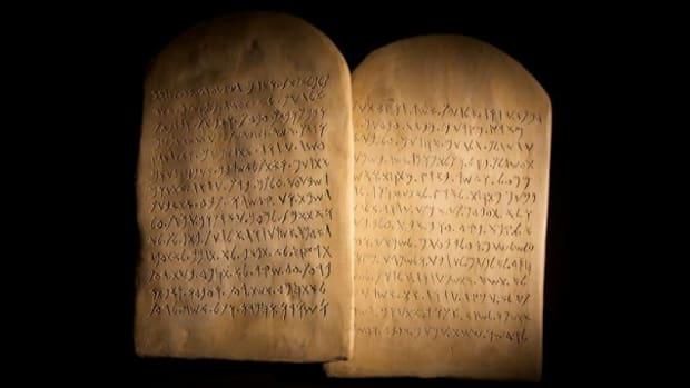 the-commandments-according-to-the-apostle-john
