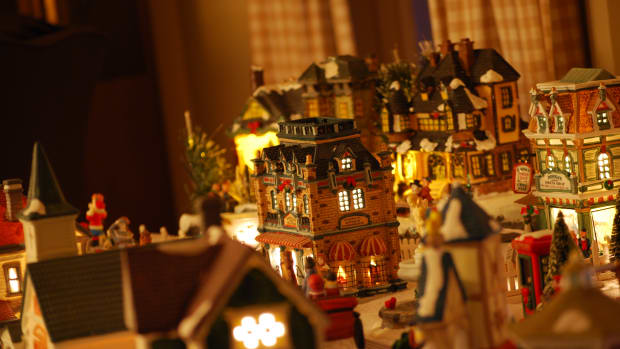 christmas-village-sets-and-houses