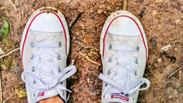 dirty-white-sneakers
