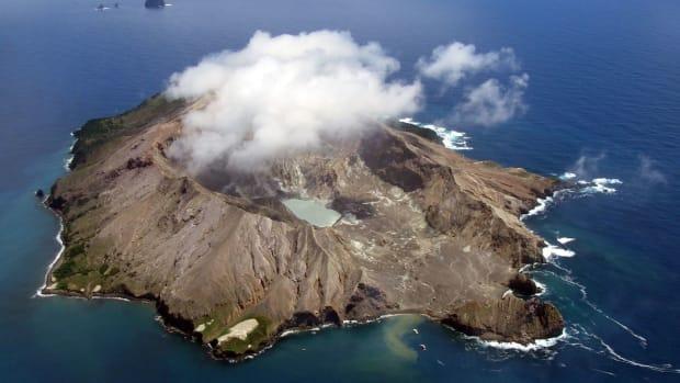scorpions-reach-the-island