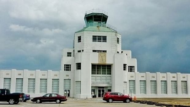 1940-air-terminal-museum-in-houston-showcases-civil-aviation-history
