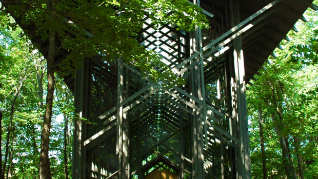 travel-hub-thorncrown-chapel-in-the-ozarks