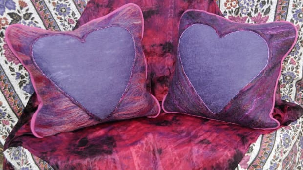 how-to-make-wet-felted-heart-cushions-for-valentines-day