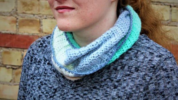 gentle-ribbing-infinity-scarf-crochet-pattern