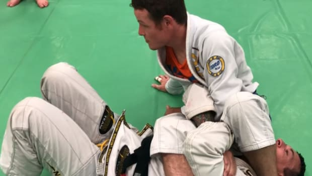 how-to-use-the-pocket-grip-to-control-and-finish-the-armbar