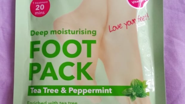 my-review-of-dermav10-tea-tree-and-peppermint-deep-moisturising-foot-pack