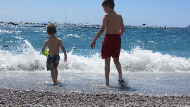 tips-for-single-parents-travelling-abroad-on-vacationholiday
