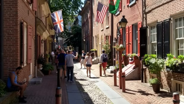 elfreths-alley-the-oldest-residential-street-in-america