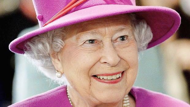 queen-elizabeth-fun-facts-about-her-wardrobe