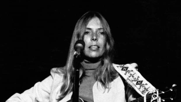 the-story-behind-the-song-woodstock-by-joni-mitchell