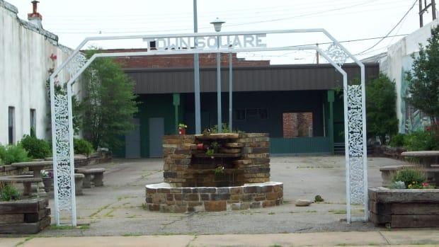 downtown-poteau-town-square-pocket-park-revitalization